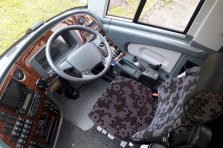 YX17OGF-2017 Plaxton Panther- Volvo B11R-5