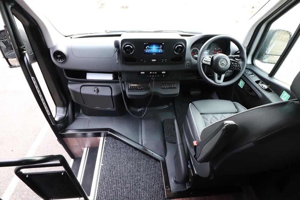 New Mercedes 22 Seat Avantgarde Silver - Image 6