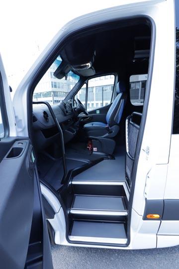 New Mercedes Sprinter 516 19 seat elegance - Image 2